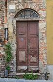 Wooden door. Piacenza. Emilia-Romagna. Italy. — Stock Photo