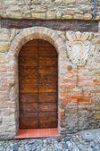 Wooden door. Castell'Arquato. Emilia-Romagna. Italy. — Stock Photo