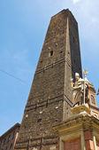 Garisenda věž. boloňa. emilia-romagna. itálie. — Stock fotografie