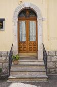 Houten deur. melfi. basilicata. italië. — Stockfoto