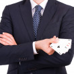 empresário apresentando jogando cartas — Foto Stock
