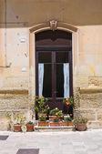 Dřevěné dveře. Poggiardo. Puglia. Itálie. — Stock fotografie