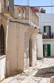 Alleyway. Ceglie Messapica. Puglia. Italy. — Stock Photo