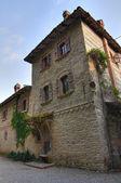 Alleyway. Grazzano Visconti. Emilia-Romagna. Italy. — Stock Photo