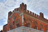 Gotycki pałac. piacenza. emilia-romania. włochy. — Zdjęcie stockowe