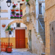 Alleyway. Monopoli. Puglia. Italy. — Stock Photo