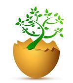 Gebroken ei met de ecologische boom — Stockfoto