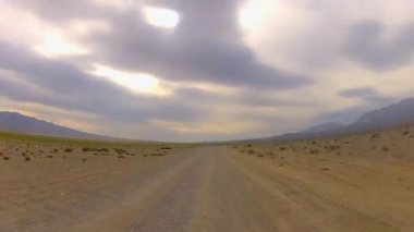 Vehicle point-of-view desert racing — Vídeo Stock