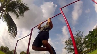 Athlete pulls on the bar. Pullups — Stock Video