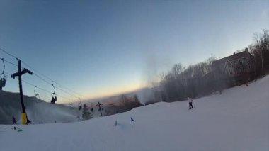 滑雪板沿着轨道 — 图库视频影像