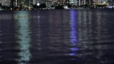 Miami, Florida skyline over Biscayne Bay at night. — Stock Video