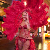 Vegas showgirl in red outfit — Stock Photo