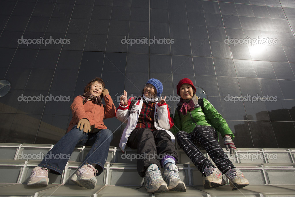 TOKYO, JAPAN - JANUARY 3, 2013: Unidentified sitting and smilling to the camera. — Stok fotoğraf #19018137
