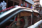 Woman and child in car, Bhaktapur — Stock Photo