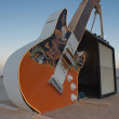 The giant guitar and amplifier at Burning Man — Stock Photo