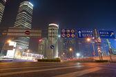 Pudong door nacht met jimnao toren — Stockfoto