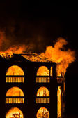 House burning down at night — Stockfoto