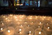 Licenziato candele in una chiesa in sicilia — Foto Stock