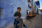 Kid studying in the blue Chefchaouen — Stock Photo