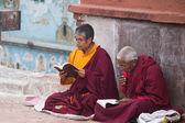 Monks praying at Bouddanath temple in Kathmandu — Stock Photo