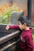 Chico joven con palo de incienso — Foto de Stock