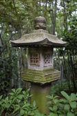 在树林里的一个小 pagode — 图库照片