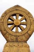 在一座寺庙的宗教黄金象征 — 图库照片