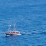 Little pleasure boat on the aegean sea — Stock Photo #29690381