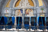 Loans of blue wheelchairs in front of the church within the Sanc — Stock Photo