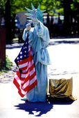 Costumed woman playing the statue of liberty — Stock Photo