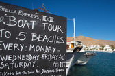 Sign and pleasure boats in the harbor of Folegandros — Stock Photo