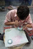 Artesão trabalhando para tara, uma micro-dioptre de comércio justo — Foto Stock