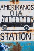 Signo de un autobús en la estación de autobuses en oia — Foto de Stock