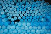 Cerca de un grupo de velas de círculo azul en lourdes en francia. — Foto de Stock