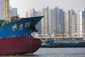 Transporte masivo en barco sobre el río huangpu en shanghai — Foto de Stock