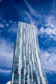 Modern gebouw gemaakt van glas en staal in warschau — Stockfoto