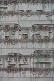 Musikaliska blad på en fasad av en byggnad — Stockfoto