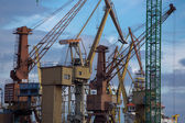Industriekrane in danziger werft — Stockfoto