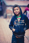Ritratto di un giovane ragazzo a bhaktapur — Foto Stock
