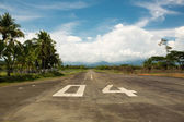 Local airport of Quepos in Costa Rica with the mountains and the — Stock Photo