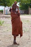 Young Himba women in the village near Opuwo — Stock Photo