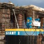 ドッキングの石油リグ建設グダニスク造船所 — ストック写真 #35787881