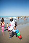 Beach Dealer walking on the beach in Cartagena — Stock Photo