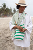 Wayuu man posing on the beach in Colombia — Stock Photo
