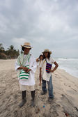 Wayuu familly posing on the beach in Colombia — Stock Photo
