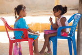 Innocent Wayuu girls playing together in Punta Gallinas — Foto Stock