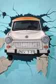 Mural of Trabant car breaking through Berlin Wall — Stock Photo