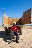 Portrait  Wayuu man sitting behind his truck — Stock Photo
