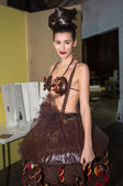Model with chocolat during fashion show in Brussels — Stock Photo