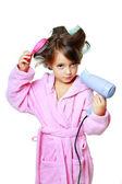 Chica con un peine en rizadores para el cabello — Foto de Stock